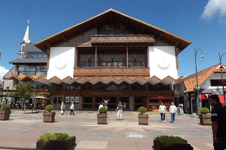 1024px Palacio dos festivais   Gramado   panoramio