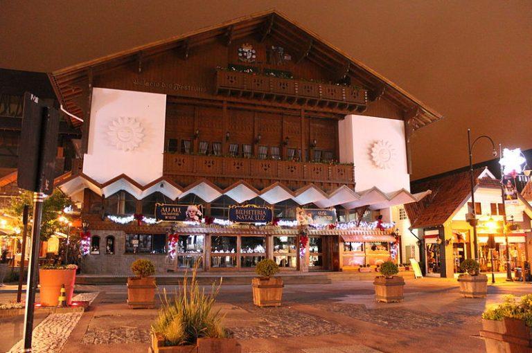 800px Palácio dos Festivais   Natal Luz 2012